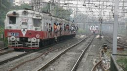 An overcrowded Mumbai local train